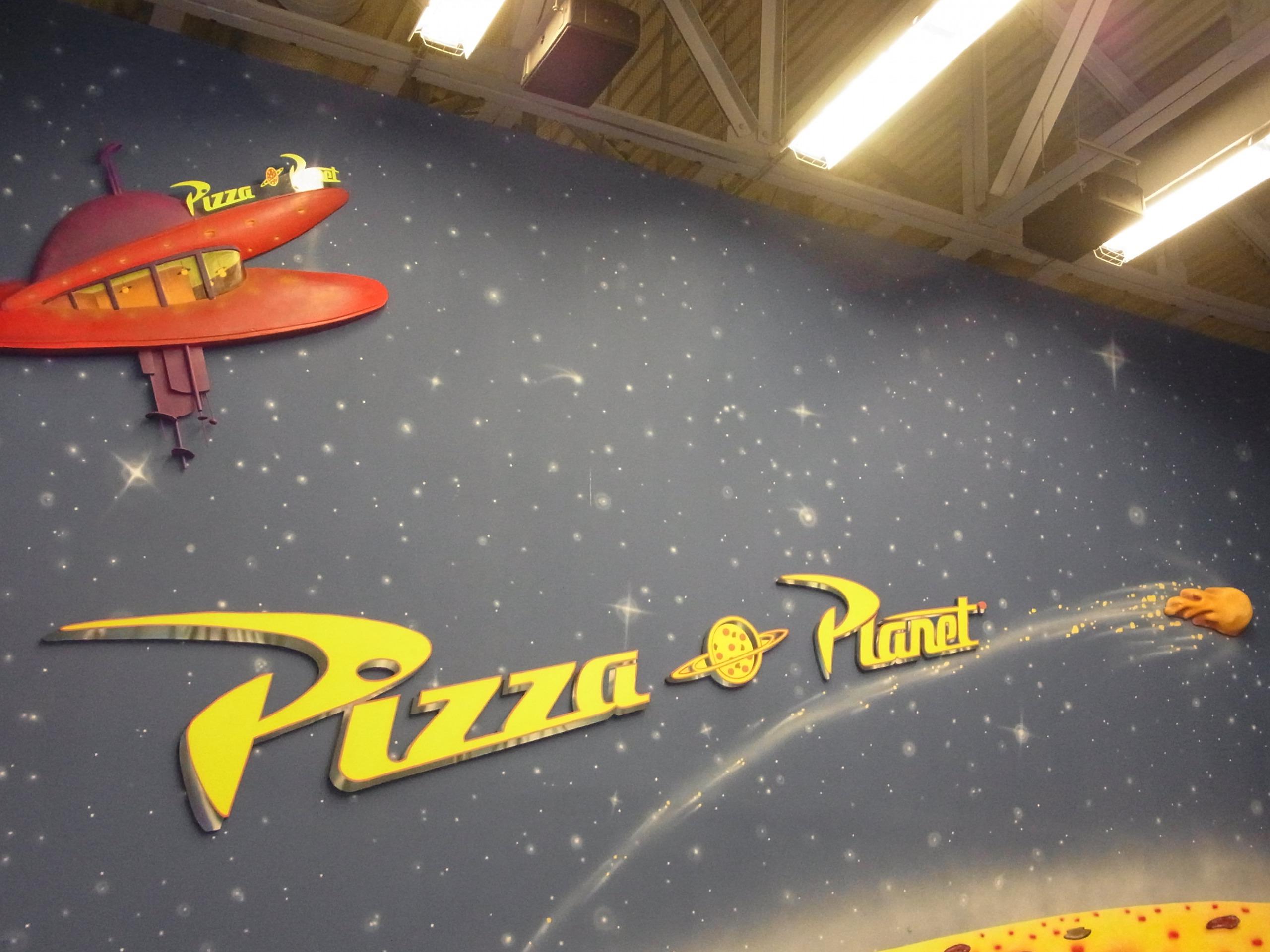 WDW旅行記 51 トイストーリー・ピザ・プラネットで昼食