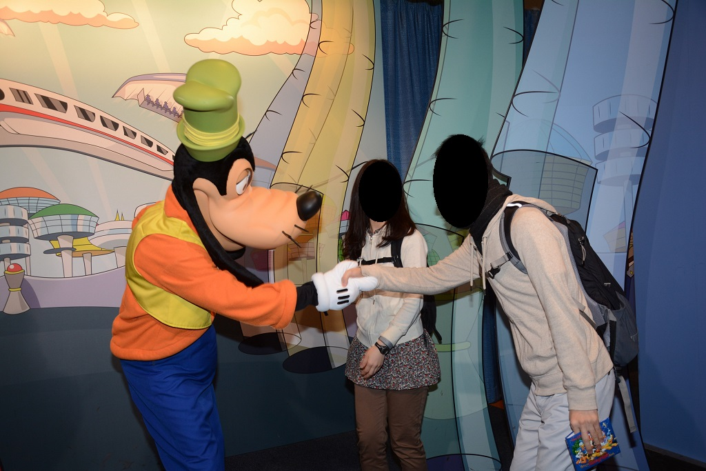 WDW旅行記 65 Disney Pals at Epcot Character Spot でミッキー、ミニー、グーフィーとグリーティング
